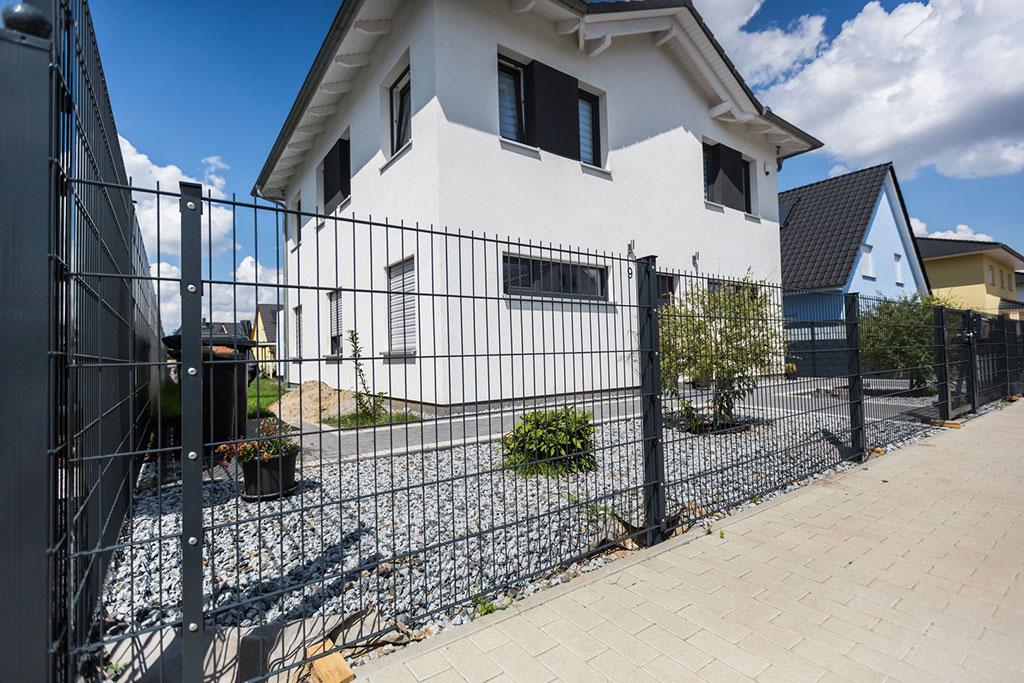 Doppelstabmatten für Wohn- und Gewerbebereich der perfekte Zaun
